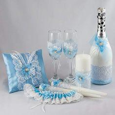 Комплект свадебных аксессуаров. У нас вы можете заказать все для вашей свадьбы-декор,флористику,свадебные аксессуары и полиграфию. Свадебное шампанское, сундучек для денег, бокалы на свадьбу, подушечка для колец, подвязка для невесты, сундучек для денег, пригласительные на свадьбу и другое по индивидуальному заказу www.pidu24.eu