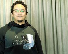http://heroina-alexandrelinhares.blogspot.com.br/2013/10/pintado-e-bordado-mao.html  André veste moletom Heroína - Alexandre Linhares pintado e bordado à mão