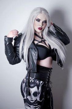 The Beauty Dorothy Dew Pvc Fashion, Dark Fashion, Gothic Fashion, Fashion Beauty, Goth Beauty, Dark Beauty, Steam Punk, Dark Black, Estilo Rock