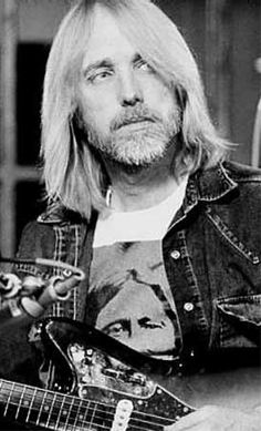 Tom Petty fanpage — what-a-heartbreaker: oh honey. Travelling Wilburys, Beard Game, My Tom, Vintage Rock, Rock Legends, Bob Dylan, Pink Floyd, Music Stuff, Rock Music