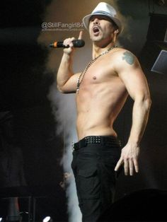 ♥ ♥ Donnie Wahlberg ♥ ♥ yep, I touched that Celebrity Crush, Celebrity Photos, Donnie And Jenny, Wahlberg Brothers, Donnie Wahlberg, Blonde Boys, New Kids, Man Crush, Beautiful Boys