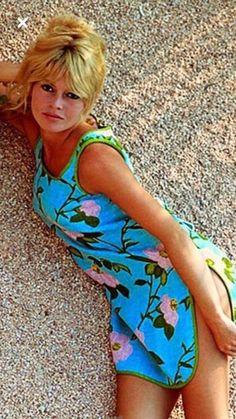 Color Photo of BB laying in the sand Brigitte Bardot, Bridget Bardot, Divas, Most Beautiful Faces, Beautiful Women, Jacques Charrier, Bardot Hair, Marylin Monroe, French Actress