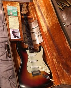 Fender Acoustic, Guitar Pics, Fender Stratocaster, Vintage Guitars, Rocks, Music Instruments, Artists, Electric Guitars, Guitar