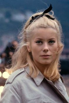 Catherine Deneuve in & Umbrellas of Cherbourg& by Jacques Demy, 1964 Jacques Demy, Classy Hairstyles, Holiday Hairstyles, 60s Hairstyles, Catherine Denueve, Umbrellas Of Cherbourg, Sandra Dee, French Actress, Looks Vintage