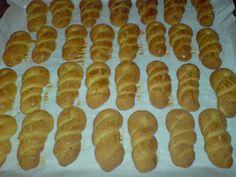 ΜΑΓΕΙΡΙΚΗ ΚΑΙ ΣΥΝΤΑΓΕΣ: Κουλουράκια με πορτοκάλι και μαστίχα !! Sailboat Baby Quilt, Greek Cookies, Greek Recipes, Orange, Hot Dog Buns, Cookie Recipes, Recipies, Cooking, Food Food
