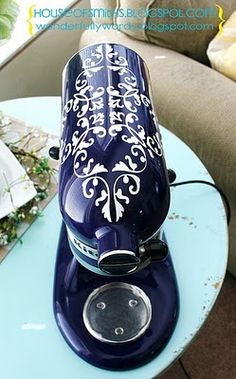 Love this idea to add some extra personality to your Kitchenaid Mixer. Wish mine wasn't black.