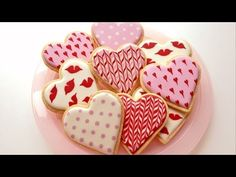 How To Decorate Cookies for Valentine's Day     http://www.sweetambs.com/