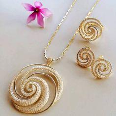 Three Essential Silver Fashion Jewelry Cleaning Tips Fashion Jewellery Online, Trendy Fashion Jewelry, Fashion Jewelry Necklaces, Fashion Earrings, Jewelry Sets, Jewelery, Silver Jewellery Indian, Gold Jewellery Design, Gold Jewelry