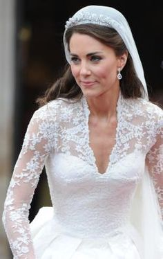 Kate Middleton at the royal wedding Looks Kate Middleton, Kate Middleton Wedding Dress, Kate Middleton Makeup, Middleton Family, Pippa Middleton, The Duchess, Duchess Of Cambridge, White Wedding Dresses, Wedding Gowns