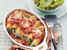 Cannelloni gefüllt mit Spinat und Ricotta ist ein Rezept mit frischen Zutaten aus der Kategorie Blattgemüse. Probieren Sie dieses und weitere Rezepte von EAT SMARTER!