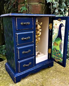 Everything Peacock! This gorgeous vintage jewellery box has been transformed