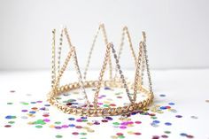 A simple circlet is amped up with metallic points. Add rhinestone accents if you wanna glitter! Created and photographed by Jenni @ I Spy DIY Crown Crafts, Diy Crown, Diy Birthday Crown, Birthday Crowns, Gold Birthday, 21st Birthday, Birthday Parties, Diy Jewelry Projects, Craft Projects