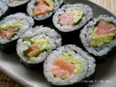 サーモンアボカドロール(巻き寿司)