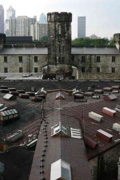 Eastern State Penitentiary is a History Museum in Philadelphia. Plan your road trip to Eastern State Penitentiary in PA with Roadtrippers. Scary Places, Haunted Places, Places To Visit, East Coast Road Trip, Road Trip Usa, Usa Roadtrip, Abandoned Buildings, Abandoned Places, Haunted Tours
