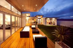 Modern and warm patio with natural texture and color