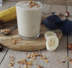 Banánové smoothie s medem a lískovými oríšky - My site Milkshake, Glass Of Milk, Smoothies, Food And Drink, Pudding, Fitness, Drinks, Desserts, Diet