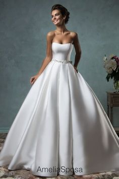 Wedding dress Melissa - AmeliaSposa Don't usually like ballgown but this is beautiful