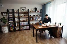 집에서 가족모두가 가장많은 시간을 보내는 거실!우리집에서 제가 제일 아끼는 공간, 그곳을 거실 서재로만... Room Interior, Interior Design, Workspace Design, Metal Furniture, Office Interiors, Home Living Room, Home Organization, Home Office, Bookcase