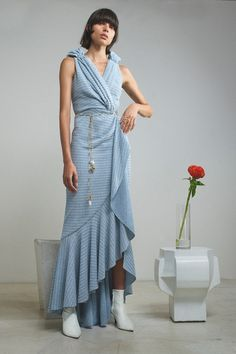 Hellessy Resort 2020 Fashion Show - Vogue Vogue Paris, Silk Dress, Wrap Dress, Column Dress, Dress Cuts, Running Women, Mannequins, Fashion Show, Fashion 2020