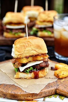 Fire up the grill for this Hawaiian burger recipe. Aloha BBQ Sliders are flavored with BBQ sauce, served on sweet rolls with cheese, pineapple and bacon. Aloha Burger, Hawaiian Burger, Hawaiian Sliders, Hawaiian Buns, Burger Recipes, Beef Recipes, Cooking Recipes, Recipies, I Love Food