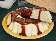 O Manjar com Calda de Chocolate é fácil de fazer, delicioso e vai agradar toda a família. Faça hoje mesmo! Veja Também:Manjar de Leite Ninho com Calda de