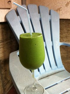 Green Smoothie (with frozen bananas, almond milke and greens!)