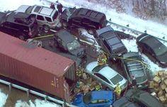 Neve causa acidente com dezenas de veículos em rodovia dos EUA +http://brml.co/13OvIpw