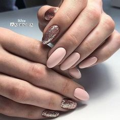 Semi-permanent varnish, false nails, patches: which manicure to choose? - My Nails Nude Nails, Pink Nails, Acrylic Nails, Sparkle Nails, Black Nails, Perfect Nails, Gorgeous Nails, Vernis Rose Gold, Party Nail Design