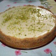 Receita de Torta de limão com massa de bolacha - torta de... 1 pcte de bolachas tipo maizena, 2 colheres de manteiga, 1 lata de leite condensado, 1 lata de c...