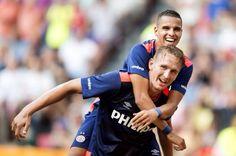 PSV wint met 3-0 van FC Groningen en gaat met de Johan Cruijff-schaal naar Eindhoven. Op de foto Luuk de Jong met Adam Maher.