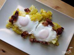 Huevos rotos con patatas y bacon en estuche de vapor Lékué - Ya Estamos En Casita Good Food, Yummy Food, Us Foods, Sunday Breakfast, Grilled Veggies, Microwave Recipes, Kids Meals, Food And Drink, Eggs