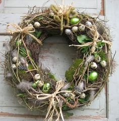diy kranz Homemade Easter door wreath with moss, feathers, eggs, branches . Easter Flower Arrangements, Easter Flowers, Diy Wreath, Door Wreaths, Wreath Ideas, Moss Wreath, Wreaths For Front Door, Front Doors, Easter Wreaths