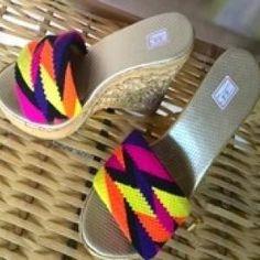 alpargatas wayuu - Buscar con Google Wiggly Crochet, Tapestry Crochet, Adidas Sneakers, Boho, Shoes, Google, Macrame, Victoria, Fashion
