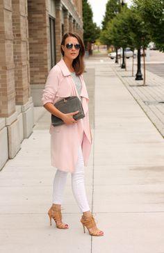 Schlichte Basics mit tollen Accessoires und einem sehr schönen Mantel.