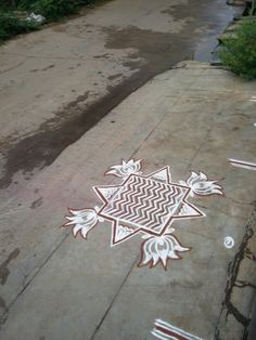 Rangoli Borders, Rangoli Border Designs, Small Rangoli Design, Rangoli Designs With Dots, Beautiful Rangoli Designs, Kolam Designs, Lotus Rangoli, Indian Rangoli, Diwali Rangoli