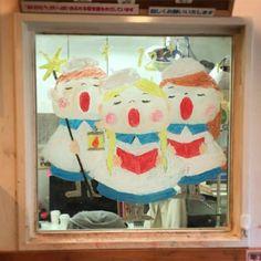 2015/2/2掲載 「ilebois」さんがおこさんの通われている保育園の窓に描かれている月替わりのイラスト作品です。12月 https://www.facebook.com/kitpas2005  #kitpas #キットパス