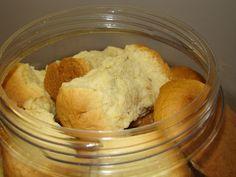 Soos met die resep vir karringmelkbeskuit, glo ek nie aan al die moeite van beskuit in bolletjies rol en in die pan pak nie. Dit is baie makliker om dit bloot as 'n brood te bak, en net netjies op … Buttermilk Rusks, Buttermilk Cookies, South African Recipes, Ethnic Recipes, Rusk Recipe, Hard Bread, Healthy Breakfast Snacks, Different Recipes, No Bake Cake