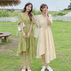 Casual College Outfits, Modest Outfits, Twin Girls Outfits, Korean Dress, A Line Prom Dresses, Friend Outfits, Western Outfits, Matching Outfits, Asian Fashion