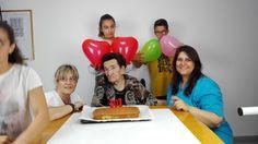 Fiesta de cumpleaños en la residencia de ancianos Les Oliveres de Girona.