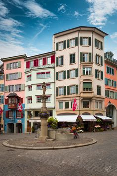 A Quick Guide To Zurich - Zurich is one of the most beautiful and most visited cities in Switzerland. Especially the historical center... #europe #switzerland #zurich