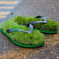 Wie geil ist das denn? FlipFlops mit Rasen. Geht ab bei radbag.de: