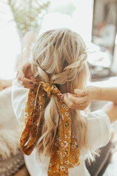 Easy Hairstyles For Medium Hair, Scarf Hairstyles, Pretty Hairstyles, Medium Hair Styles, Curly Hair Styles, Natural Hair Styles, Hair Styles Easy, Hair Scarf Styles, Fall Hairstyles