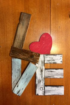Unique reclaimed wood LOVE sign by Ivebeenreclaimed on Etsy - Easy Crafts for All Valentines Day Decorations, Valentine Day Crafts, Holiday Crafts, Arte Pallet, Pallet Art, Diy Pallet, Pallet Benches, Pallet Tables, Outdoor Pallet