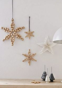 Scandinavian christmas decoration with wood stars Skandinavische Weihnachtsdekoration mit Holzsternen The post Skandinavische Weihnachtsdekoration mit Holzsternen appeared first on Decoration and Outfits. Scandinavian Christmas Decorations, Nordic Christmas, Noel Christmas, Xmas Decorations, Christmas And New Year, Winter Christmas, All Things Christmas, Christmas Crafts, Industrial Christmas Ornaments