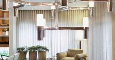 Sala com cortina grande Branca