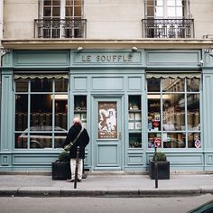 So charming and beautiful. Photo by Thank you for letting us share it. Bakery Shop Design, Coffee Shop Design, Cafe Design, Store Design, Showroom Interior Design, Store Front Windows, Shop Facade, Shop Doors, Shop Fronts