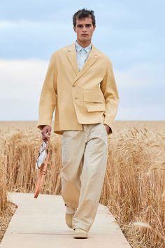 Jacquemus Spring-Summer 2021 Collection Male Fashion Trends, Fashion Week, Runway Fashion, Men's Fashion, Male Fashion Show, High Fashion Men, Gq, Jacquemus, Jackett