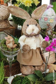 Páscoa e decoração com coelhos na mesa, easter time