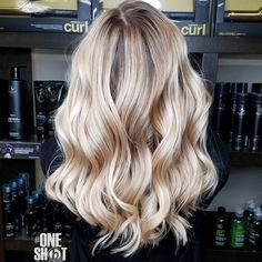 #btconeshot_hairpaint17 #behindthechair Balayage hilites on Micaela.. I used @oligopro Blacklight Balayage clay lightener and extra blonde lightener with 40 volume and toned with PM SHINES 9V and 9NB