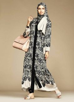 Dolce Gabbana Abaya Collection Black Banded Hijab Abaya – New, Modern Fashion Styles for Hijab Girls and Women clothing Islamic Fashion, Muslim Fashion, Modest Fashion, Modest Outfits, Modest Clothing, Unique Fashion, Estilo Abaya, Hijab Stile, Modele Hijab